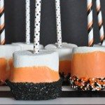 Spooky Halloween Marshmallow Dippers from Bombshell Bling - A perfect treat to make with kiddos for Halloween parties at home or for school! #halloween