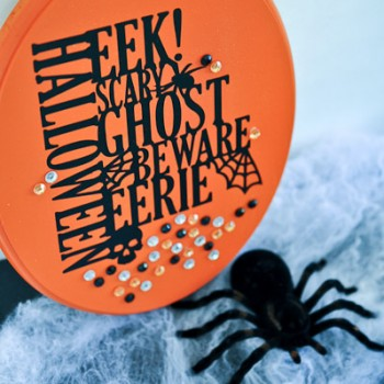 Make this Halloween sign in 15 minutes flat! I love it!
