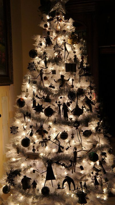 nightmare before christmas tree i am dying over this a reader sent me the link you guys know me well go to the post to see the daylight pics as well - The Nightmare Before Christmas Decorations