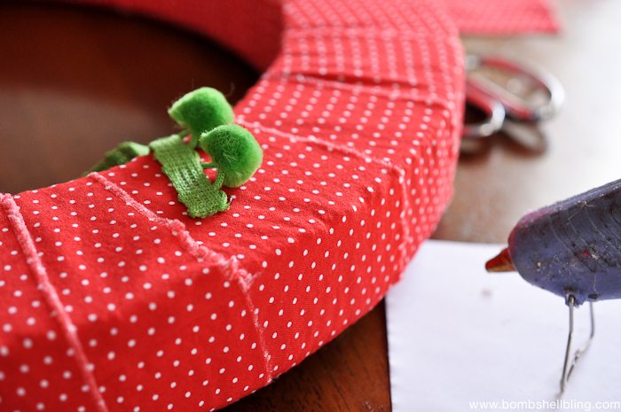 Pom Pom Christmas Wreath-5
